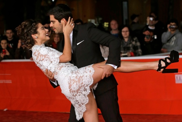 Lorenza Izzo e Eli Roth - interprete e regista di The Green Inferno - sul red carpet (AP Photo/Gregorio Borgia)